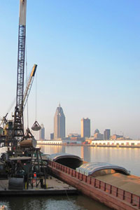 Barge Unloading at the Port of Mobile